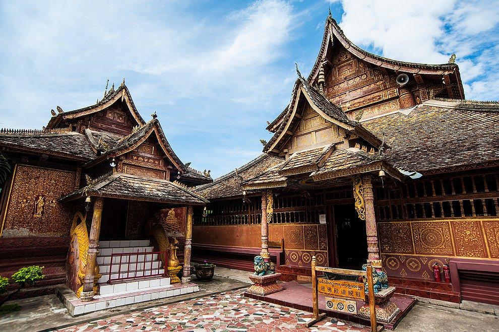 Man_Chunman_Buddhist_Temple,_Dai_Ethnic_Garden,_Xishuangbanna_Prefecture,_China